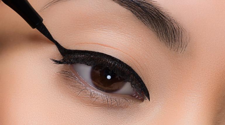 Как правильно рисовать стрелки на глазах быстро