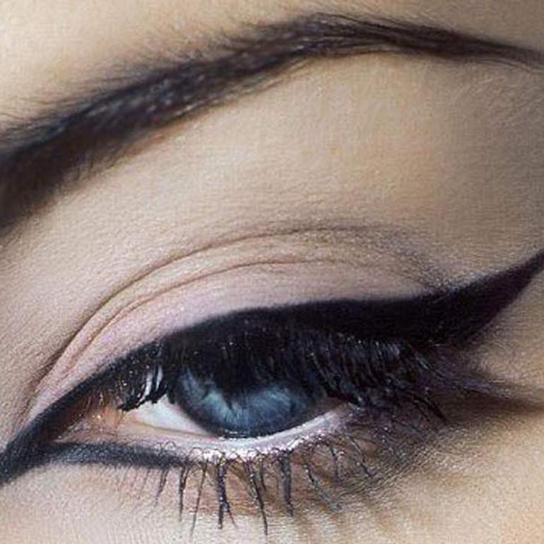 Как правильно нарисовать стрелку на глазах