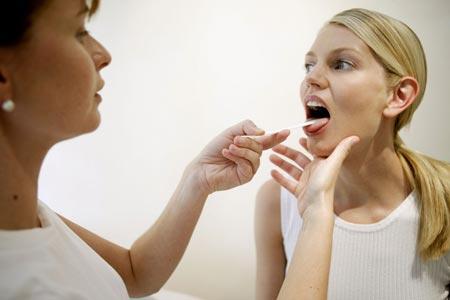 Ангина: симптомы и лечение взрослых, причины и первые признаки